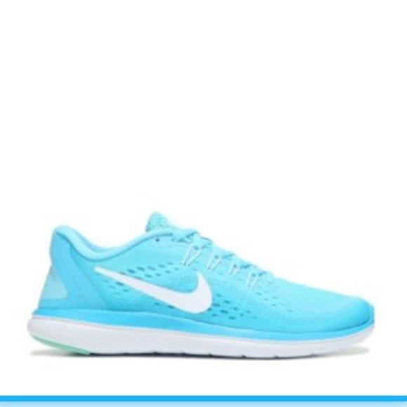 05b52799a39d Nike women s Flex 2017 RN size 9 NWB